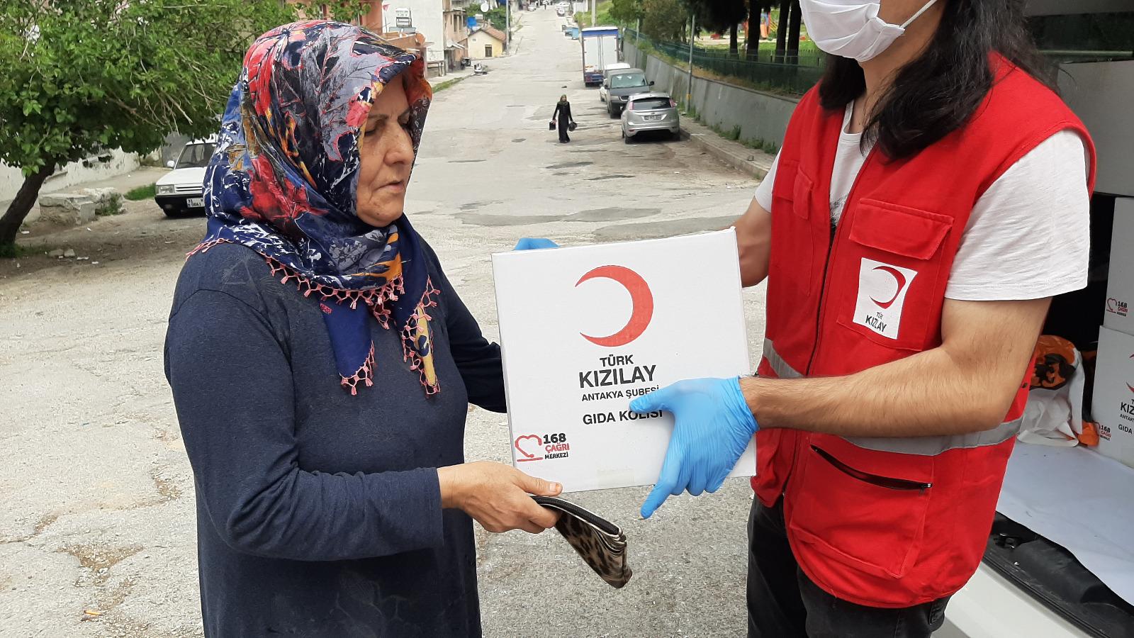 Türk Kızılayı Antakya Şubesi Halkın Yanında Olmaya Devam Ediyor