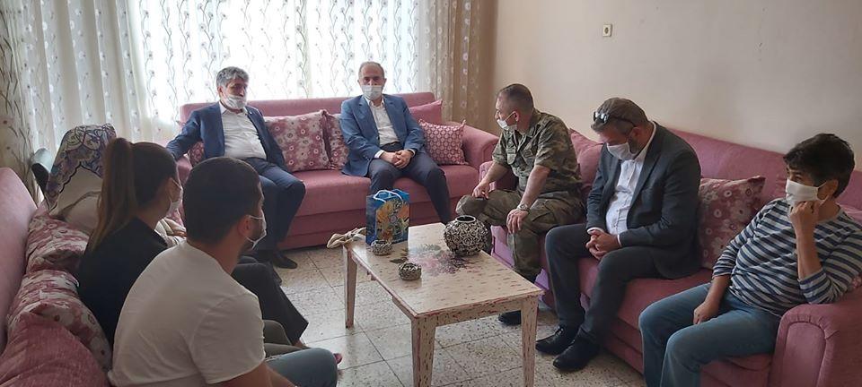 Kaymakam Zafer Karamehmetoğlu'ndan şehit ailelerine ziyaret