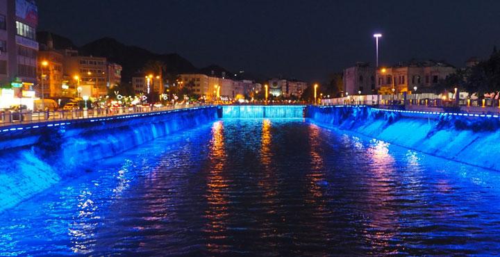 Asi Nehri Işıl Işıl Bir Görünüm Kazandı
