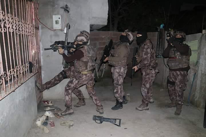 İskenderun'Da Özel Harekat Polislerinin De Katılımıyla 22 Adrese Operasyon Düzenlendi.