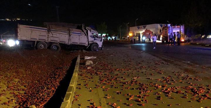 Kamyon İle Otomobil Çarpıştı 2 kişi Yaralandı