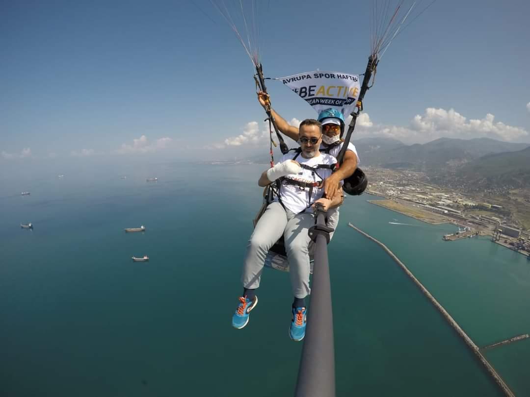 İskenderun'Da Avrupa Spor Haftası Paraşüt Gösterisi Yapıldı