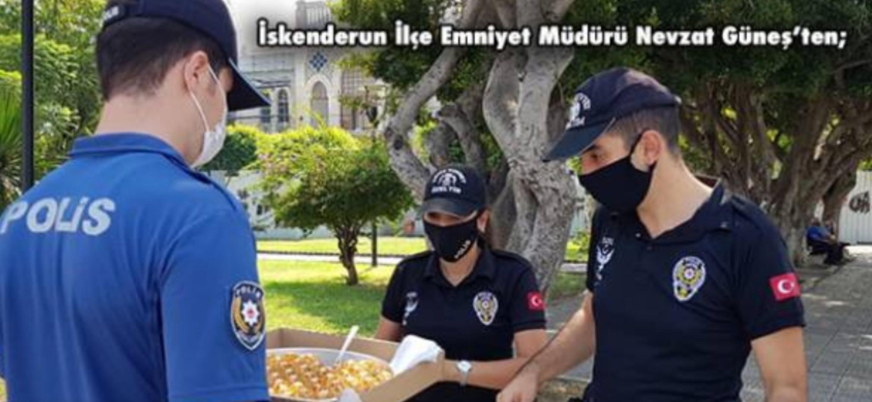 Hatay'Da Sahada Çalışan Polise Baklava
