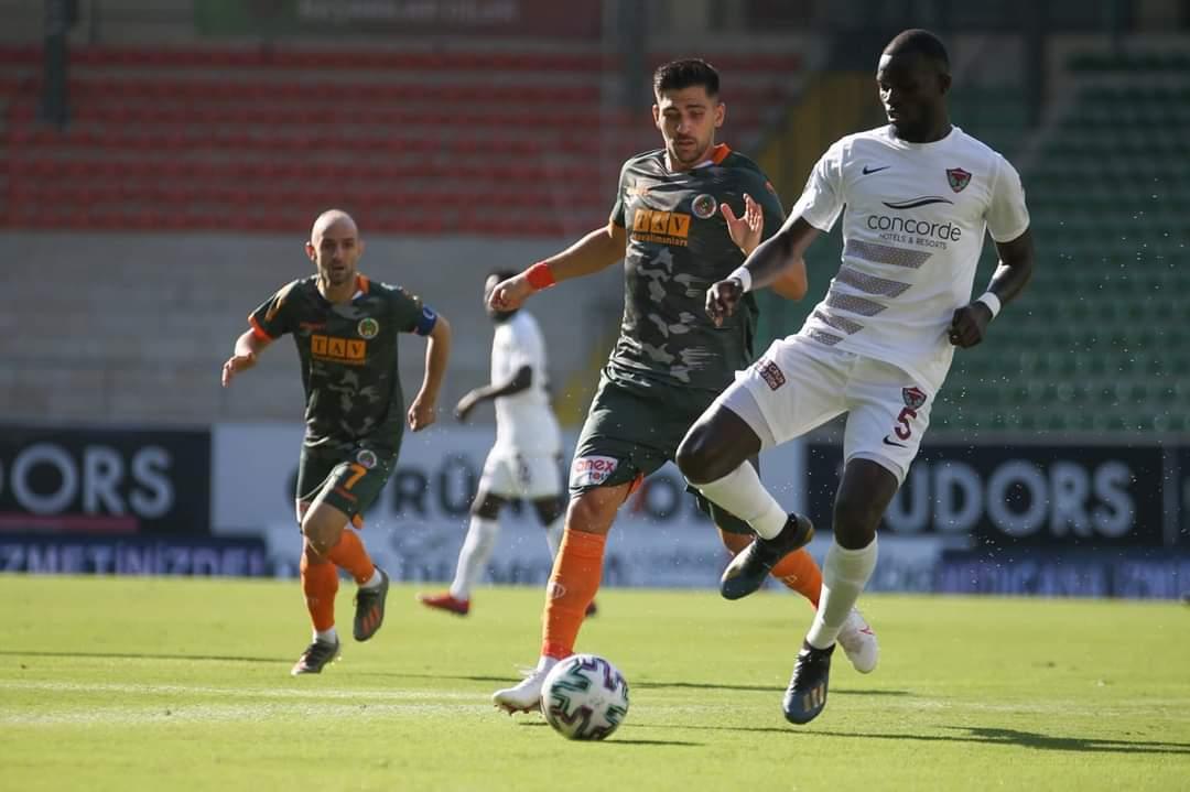 Hatayspor'Da Üç Futbolcunun Testi Pozitif Çıktı