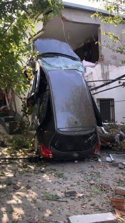Belen'De Kaza Yapan Araç Eve Girdi.