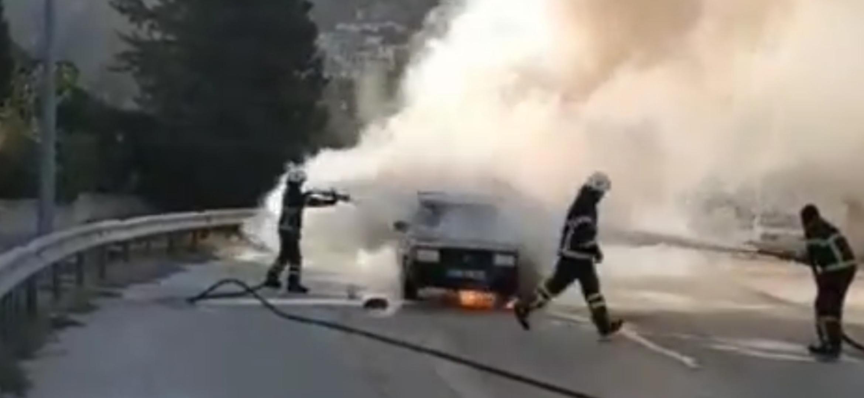 Antakya İlçesinde Otomobil Alev Alev Yandı..