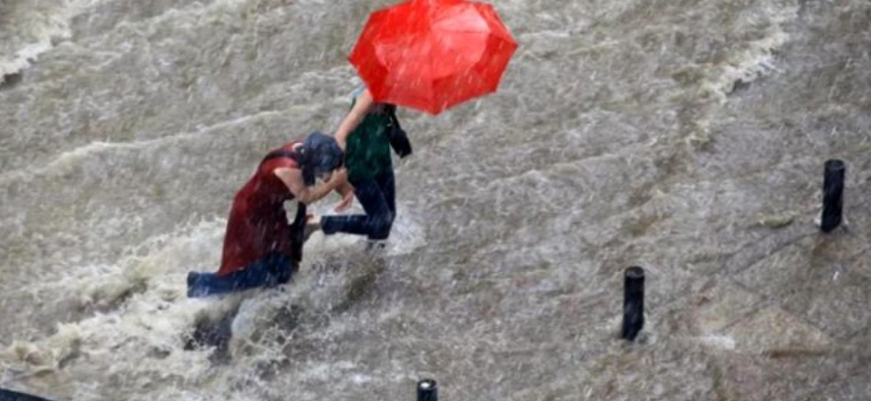 5 bölgeye sel uyarısı! Türkiye Sağanak Yağışa Teslim Oluyor