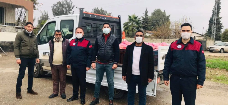 Reyhanlı'Da CHP'Li Gençler Sokağa Çıkma Yasağında Ekmek Dağıttı