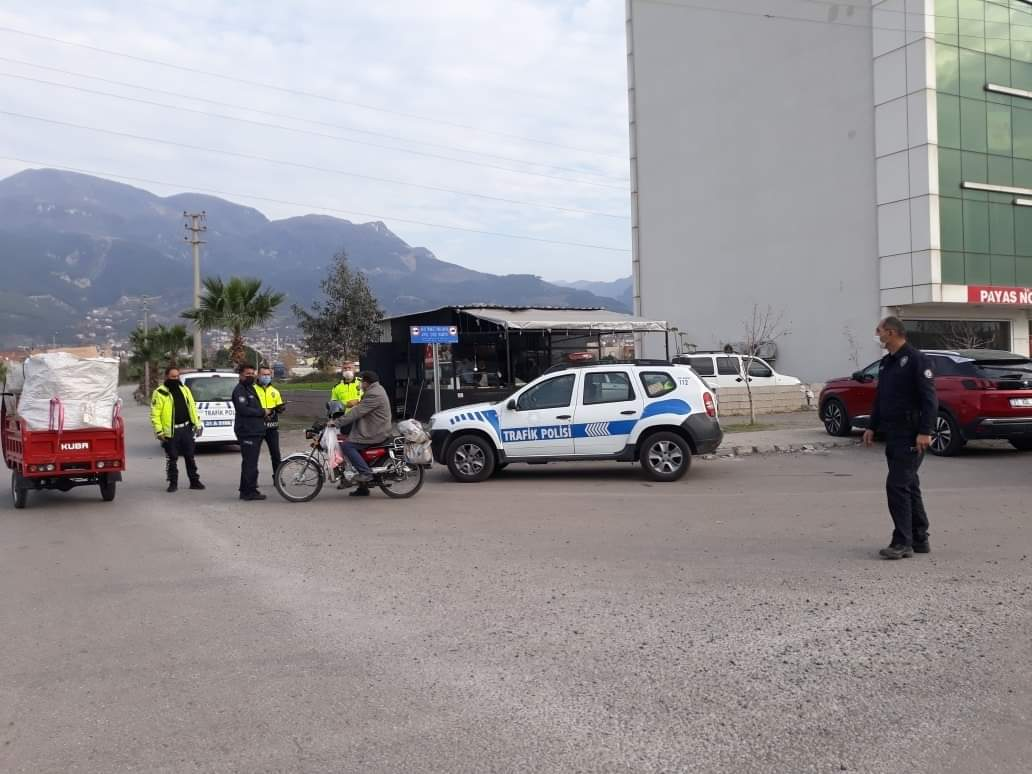 Payas İlçe Emniyet müdürlüğü Trafik Ekipleri Şehir Merkezinde Motosiklet Uygulamasını Sıklaştırdı.