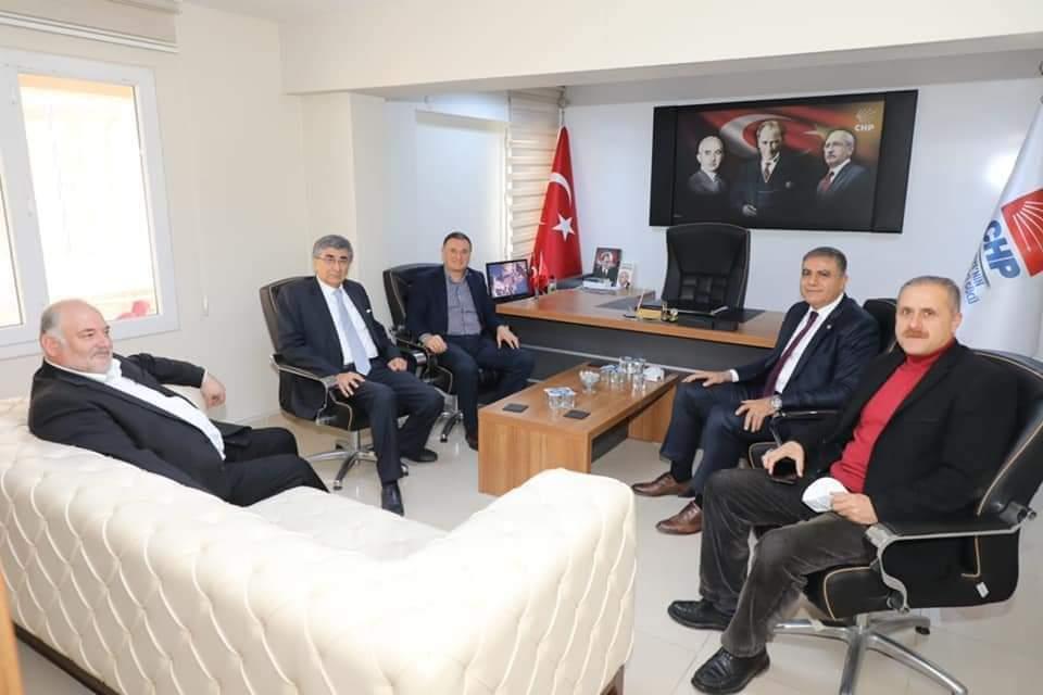 Hatay Büyükşehir Belediye Başkanı Doç. Dr. Lütfü Savaş CHP Hatay İl Başkanlığına ziyaret Gerçekleştirdi.