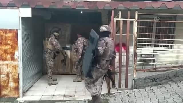 Hatay'In İskenderun İlçesinde Aranan Şüphelilere Yönelik Operasyonda 2 Hırsızlık Zanlısı Gözaltına Alındı.