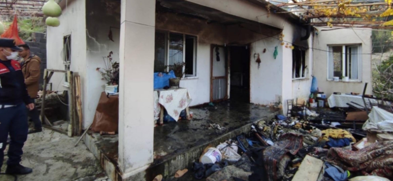 Nergizlik'Te Yaşayan Kore Gazisi Mehmet Şeker'İn Evi Yandı
