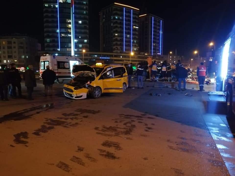Mete Aslan Bulvarında Trafik Kazası 2 Kişi Yaralandı Meydana Geldi..