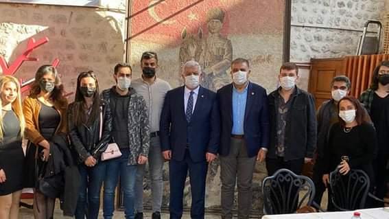 CHP Hatay Milletvekilleri İsmet Tokdemir ,Mehmet Güzelmansur Hatay Kent Konseyi Gençlik Meclisi Toplantısını Katıldılar .