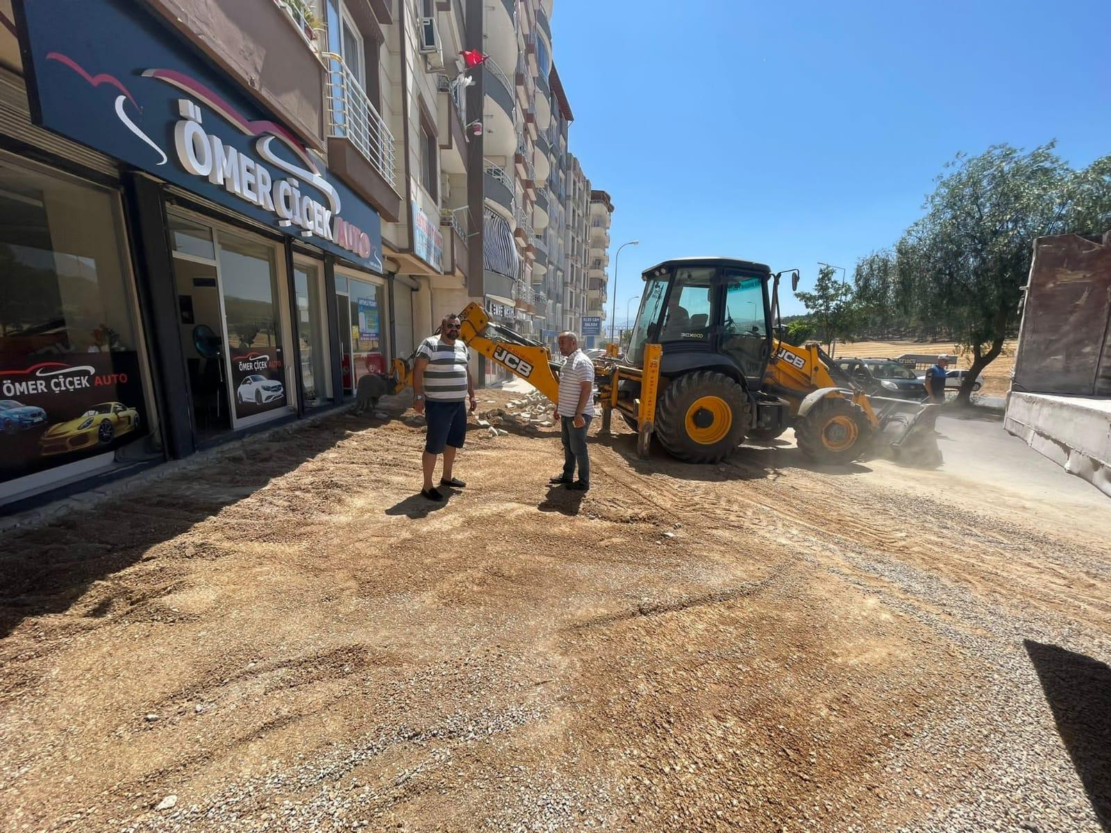 Kırıkhan'da Asfaltlama ve Kaldırım Çalışmaları Devam Ediyor