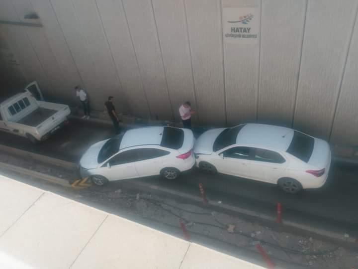 Battı Çıktı'Da Kaza:3 Araç Zincirleme Çarpıştı