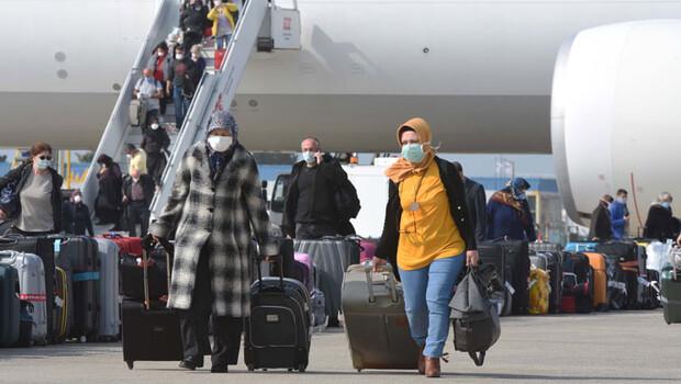 Hollanda'dan 349 Türk vatandaşı yurda getirildi