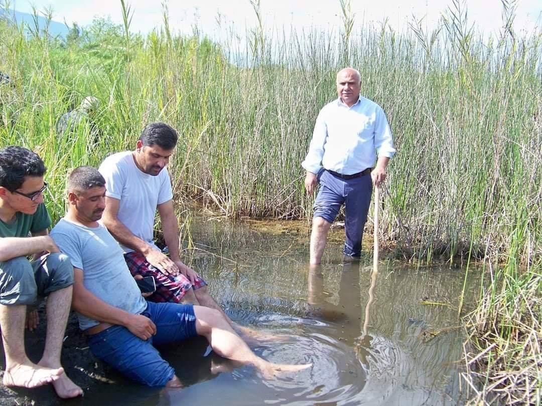 Hassa'daki sülüklü göle şifa için akın ediyorlar