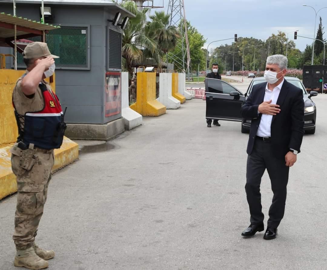 Vali Doğan Serinyol Kontrol Noktasındaki Askerlerin Bayramını Kutladı